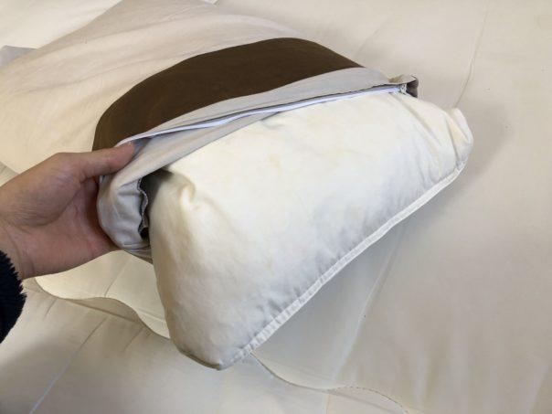 枕カバーを外す