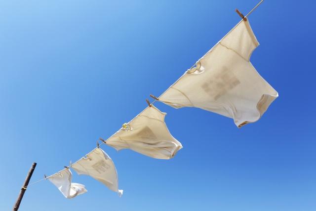 空になびく洗濯物