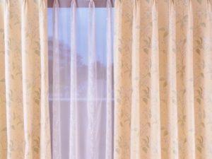 カーテンと窓